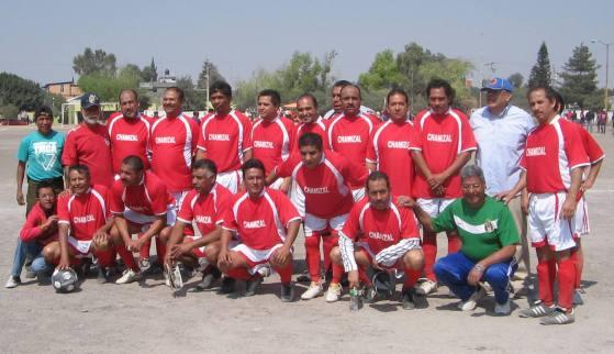 Los veteranos del equipo de futbol El Chamizal obtuvieron el primer lugar del torneo de inicio (Foto: aquíEcatepec)