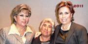 Lucia Jaramillo, del Instituto Municipal de la Mujer y Rosario Robles, flanquean a una de sus invitadas (Foto: Cortesía MG)