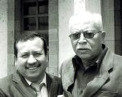El regidor Máximo Flores Hernández hizo la propuesta de condonación a usuarios al cabildo de Ecatepec a petición del ciudadano José Concepción Reyes Moreno, derecha. Foto: Jorge Villa