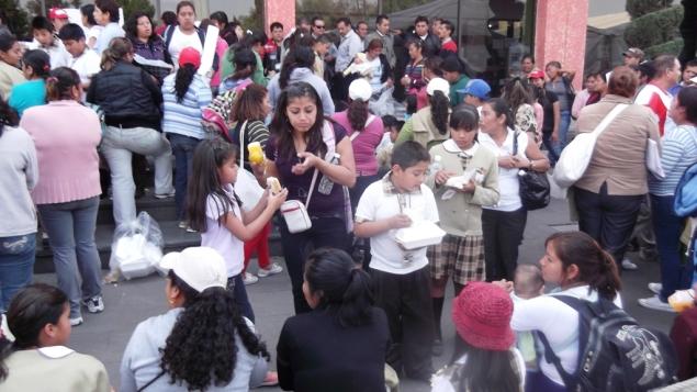Prácticamente así terminó la protesta que hicieran todos los asistentes: Comiendo. Foto: Jorge Villa