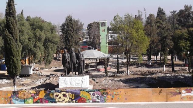 El jardín principal de San Cristóbal Ecatepec inició su remodelación el 12 de  octubre de 2012. Foto: Jorge Villa