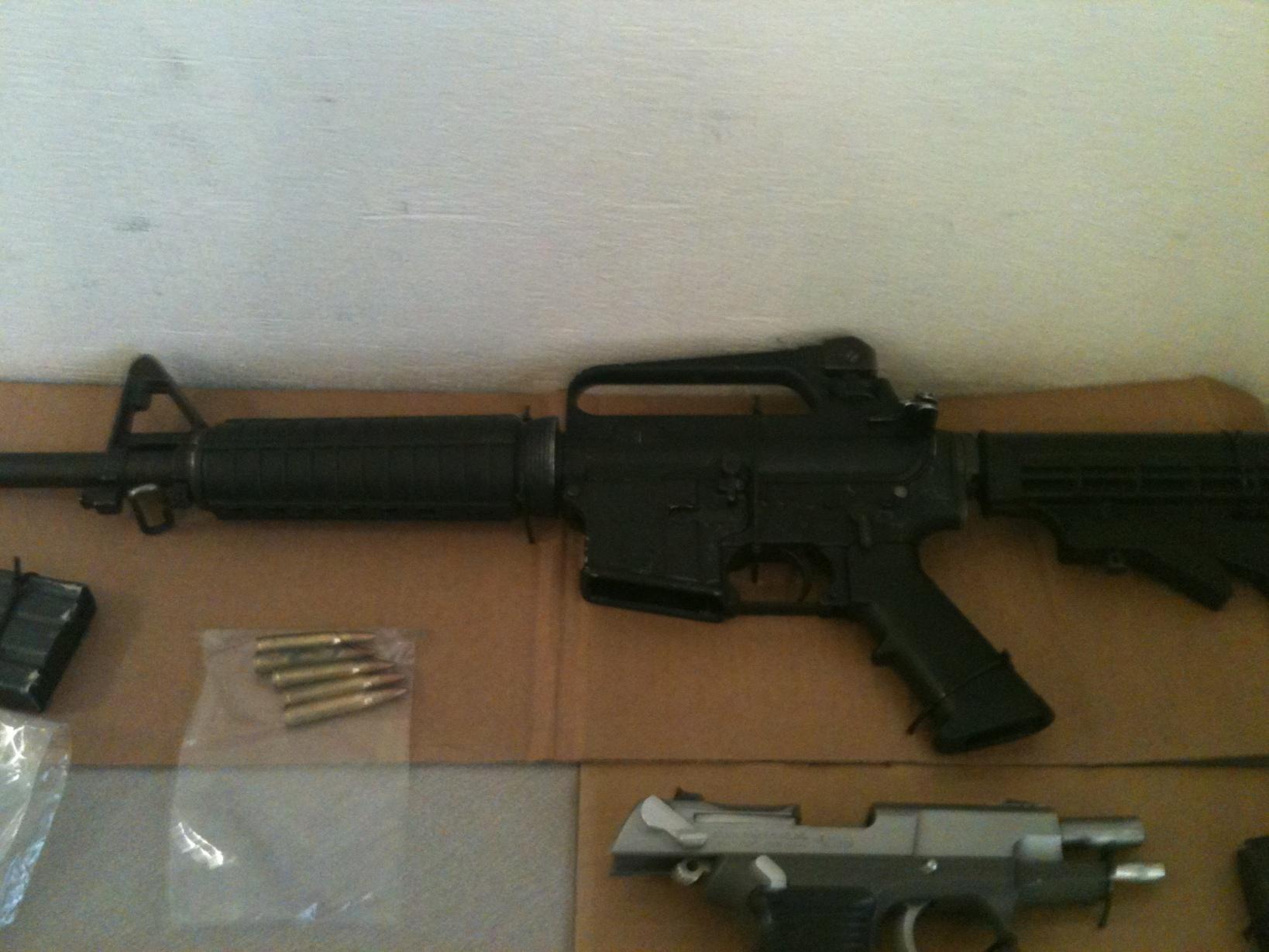Policías de Seguridad municipal capturan a presuntos ... R15 Arma