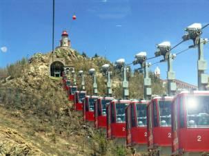 Ejemplo de teleférico; éste, en Zacatecas, recorre su distancia del cerro del Grillo hasta el observatorio meteorológico del cerro de La Bufa, en la gráfica. Foto: Internet/Turismo Zacatecas