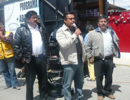 Acompañan al diputado Octavio Martínez Vargas (centro), el aspirante adirigir el PRD de Acolman, Raúl Palma Franco y el excandidato a alcaldeJosé Vázquez Ruiz. Foto: Mary Santiago
