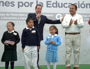 """El alcalde Pablo Bedolla y el gobernador Eruviel Ávila, se reunieron con profesores y alumnos para presentar las """"10 Acciones por la Educación"""","""