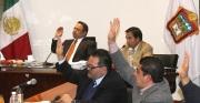 Al fondo, el presidente municipal Pablo Bedolla durante la sesión de Cabildo de hoy. Foto C.S. Ecatepec