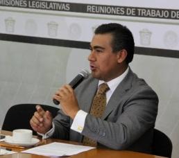 El legislador perredista Octavio Martínez Vargas. Foto: CSFPI