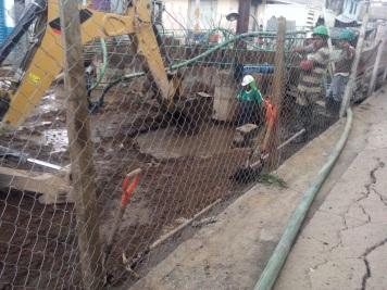 La maquinaria además ha provocado fracturas en tuberías y paredes de las viviendas. Foto: Especial