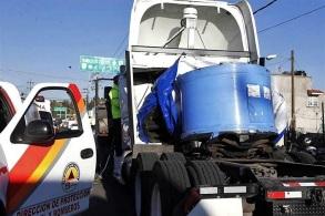 Entre el rollo y la cabina del tractor quedó el cuerpo sin vida. Foto tomada de Reforma