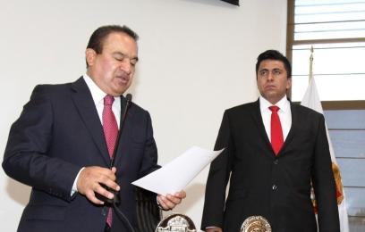 El alcalde Pablo Bedolla y el nuevo director de la Policía municipal, en sesión de cabildo. Foto: C.S. Ecatepec