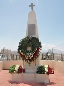 """A las orillas de la carretera federal a Veracruz hoy se erige su monumento, """"La Cruz de Mucio"""". Foto: Especial"""