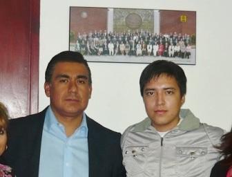 El legislador local Octavio Martínez Vargas y Roberto de Jesús Valdez García, de de 22 años de edad, privado injustamente de su libertad 19 meses. Fotos: CSOMV