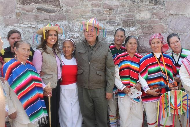 La alcaldesa Sandra Méndez y el delegado de Sedesol en el estado de México, Fernando Alberto García Cuevas, agradecieron a todos los participantes en la Feria de Desarrollo Social. Fotos: C. S. Tultitlán