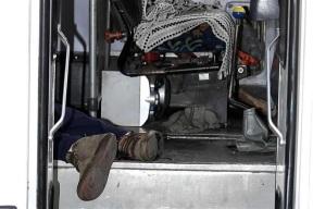 Cuerpo del infortunado usuario luego de recibir dos disparos. Foto tomada de Reforma
