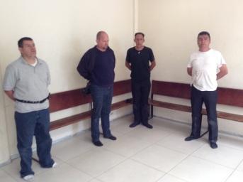 La detención se realizó frente al Oxxo de Los Álamos, en las inmediaciones de Lomas Verdes, a donde llegaron dos mujeres a entregar el dinero, acompañadas por un operativo encubierto de los agentes de la Policía Municipal