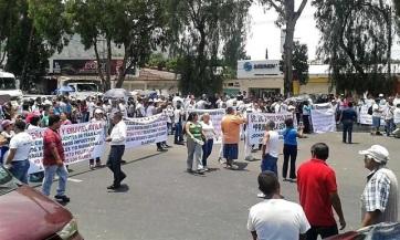 Continúan los bloqueos en avenidas por el cierre de bares y restaurantes. Foto tomada de Reforma