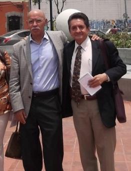 José Reveles, a la izquierda