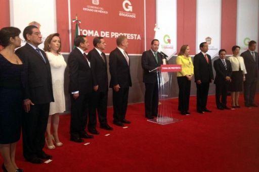 El gobernador mexiquense Eruviel Ávila Villegas tomó protesta a los nuevos funcionarios. Foto tomada de Reforma