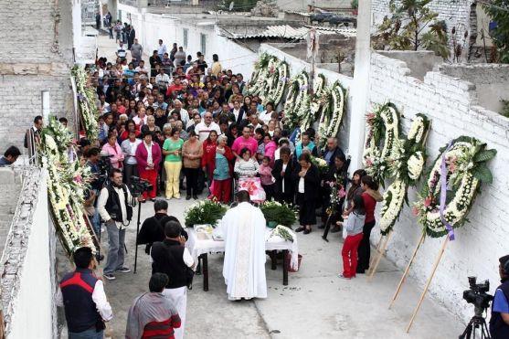 Vecinos del pueblo de  San Pedro Xalostoc participaron en una misa para recordar a los 27 fallecidos. Foto tomada de Reforma