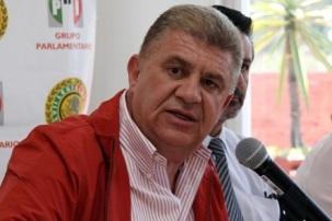 José Manzur Quiróga es licenciado en Derecho y contador público, maestro en Derecho Constitucional y Amparo, y en Derecho Procesal, entre otras actividades. Foto: Cddiputados