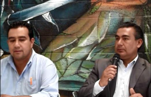 El dirigente del PRD de Ecatepec, Roberto Hernández Gómez y el presidente de la Comisión de Seguridad Pública en el Congreso del Estado de México, Octavio Martínez Vargas. Foto: Jorge Villa