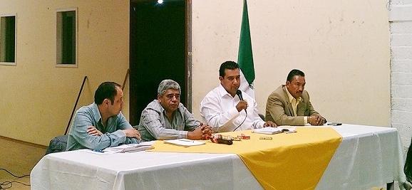 El presidente del CEM del PRD, Roberto Hernández Gómez y el secretario Sergio García Romero