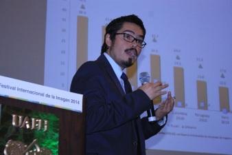 El investigador del área de Ciencias y Humanidades de la UAEH, Guillermo Lizama Carrasco, consideró positiva la apertura a los proveedores de internet y los creadores de tecnología para reducir los costos. Fotos: Difunet