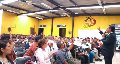 El también dirigente de FPI resaltó que pueden acercarse a firmar todas aquellas personas que están en desacuerdo con la Reforma Energética. Fotos: CSFPI
