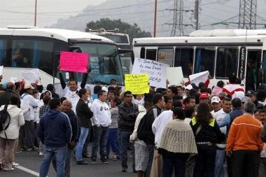 Era temprano y tanto automovilistas como manifestantes se vieron en aprietos. Foto: Tomado de Reforma