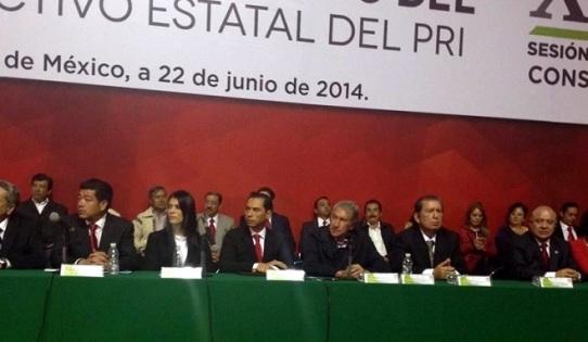 Al centro, Carlos Iriarte y el ex gobernador del estado de México y ex dirigente del PRI, Arturo Montiel. Foto: Tomado de Reforma