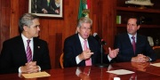 El Jefe de Gobierno del DF, Miguel Ángel Mancera, el secretario  Comunicaciones y Transportes, Gerardo Ruiz Esparza y el gobernador mexiquense, Eruviel Ávila. Foto: GEM