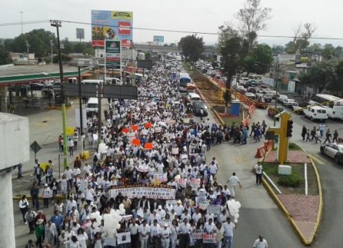 El contingente partió de la Casa de Morelos (sobre la Vía Morelos), y dio vuelta en la avenida Morelos, rumbo a la alcaldía en San Cristóbal centro. Foto: Jorge Villa