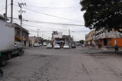 Calle Benito Juárez, acceso principal a San Pedro Xalostoc; en ésta y calles aledañas las calles se anegan e invaden inmuebles