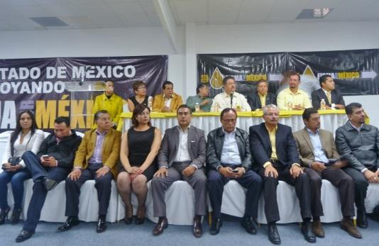 En su primer acto público con líderes perredistas este martes en la ciudad de Toluca, la octava regidora aseguró que su salida del PRI responde a un acto de congruencia; al centro, el diputado Octavio Martínez y a extrema izquierda, la tercer síndico de Ecatepec, Diana Méndez