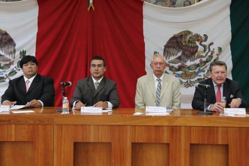 Al centro el diputado Octavio Martínez Vargas y  Jorge Amador Amador, actual director de Seguridad Pública de Nezahualcóyot. Fotos: CSPRD