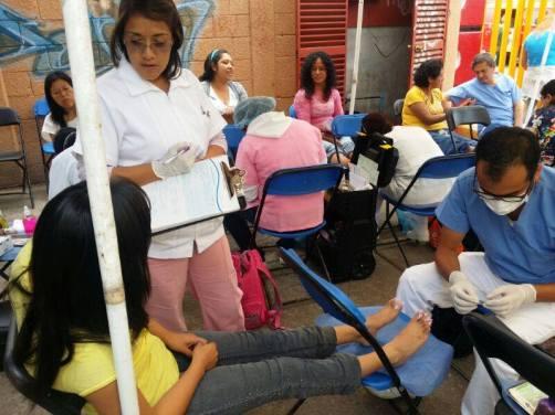 El cuidado y atención de los pies se efectúa en las jornadas en diferentes días y lugares. Fotos: CSFPI