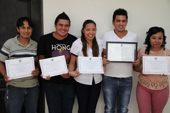 Jóvenes estudiantes que participaron en un curso en la Universidad Complutense de Madrid, del 7 al 25 de julio reciente. Foto: C.S. Tultitlán