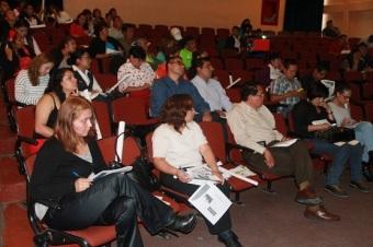 La capacitación la imparte Lucrecia Javier Reyes, jefa de Proyectos Preventivos del Instituto Mexiquense contra las Adicciones. Foto: C.S. Tultitlán