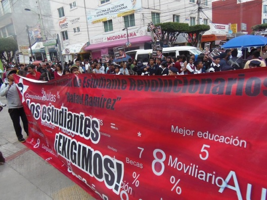 Los estudiantes hicieron un llamado al alcalde Pablo Bedolla para que cumpla con la construcción de escuelas preparatorias. Fotos: CSMV