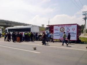 Los manifestantes demandaron a las autoridades federales que se eviten conflictos entre sindicatos de la zona oriente. Foto: Especial