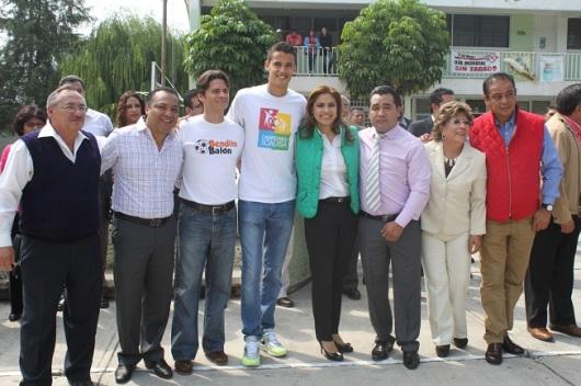 La alcaldesa de Tultitlán agradeció a la Fundación Campeones con Causa por contribuir a erradicar el fenómeno del bullying. Foto: C. S. Tultitlán