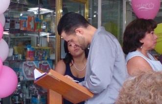 Escribiendo en la memoria del Libro de Visitantes