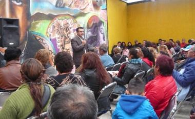 En reunión con líderes comunitarios, el diputado perredista Octavio Martínez Vargas aseveró que ahora a quien más le duele que haya perdido la selección es a Televisa. Foto: Mary Santiago