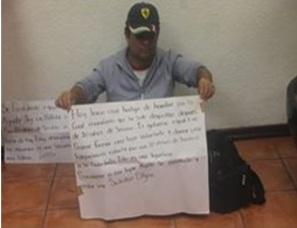 Roberto Miller Fuentes, por tercera ocasión inicia una huelga de hambre en el exterior de la  oficina de la presidencia municipal. Fotos: Fb