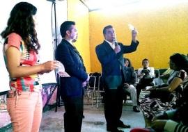 Octavio Martínez exhortó a inscribirse al programa de donación de órganos; inició entregando sus datos personales
