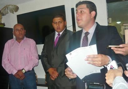 Afectados y abogados ante los medios de comunicación informaron de los hechos. Fotos: CSOMV