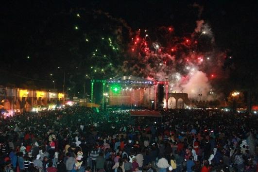 Vista parcial de la plaza principal de Tultitlán la noche del lunes