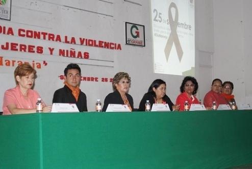 La séptima regidora, Lucía Jaramillo Hernández, hizo un llamado para poner fin a la violencia de género e invitó a las mujeres a sumarse a la Campaña Naranja. Foto: C. S.