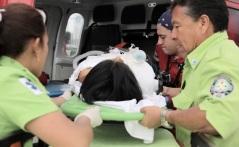 El traslado de la menor estuvo a cargo del capitán Héctor Peralta  y del paramédico Amaury Bernáldez, en la aeronave de Rescate 2. Foto: GEM
