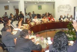 Por votación unánime, el Cabildo de Ecatepec aprobó la propuesta de la octava regidora, Susana García Esparza, para incluir en el Bando Municipal el Reglamento para la protección y mejor trato a los animales domésticos. Foto: CSSGE